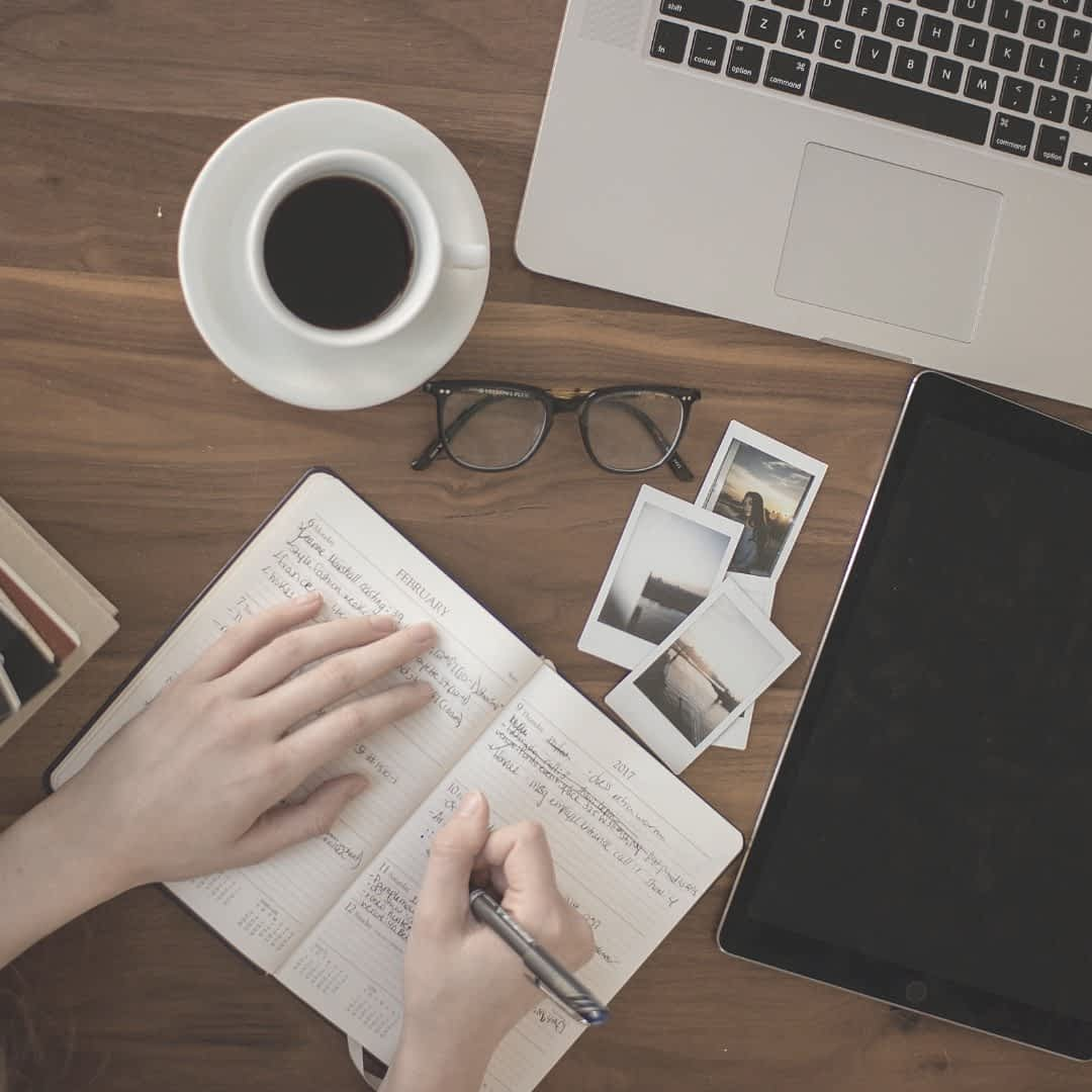 In this blog post, I share three side hustle ideas for bloggers to make some extra cash every month by offering services such as writing/blogging, setting up WordPress or working as a Virtual Assistant or VA | The Side Blogger | #blogger #blogging #blog #sidehustle #writing